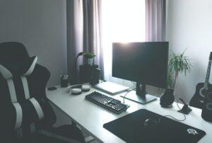 stanowisko pracy z ergonomicznym fotelem