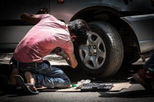 Naprawa samochodu, wgniecenia